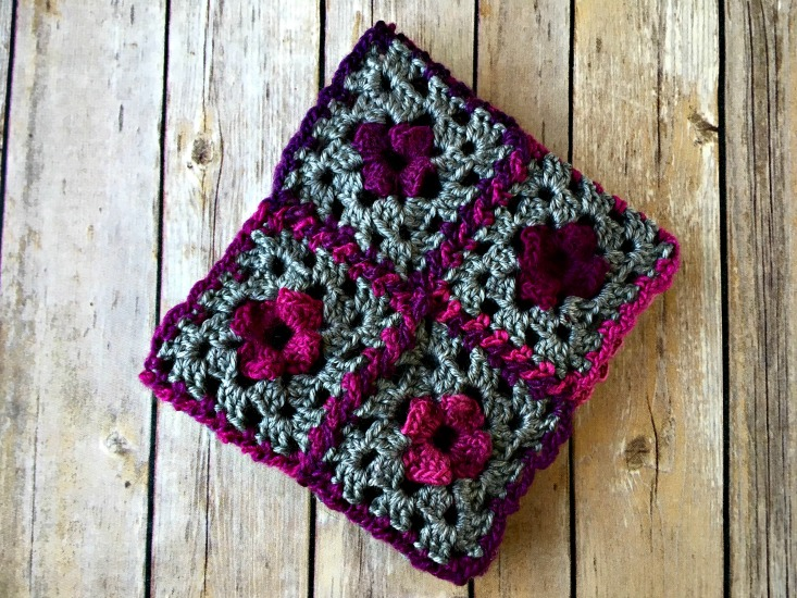 Free Crochet Pattern - Floral Granny Cowl